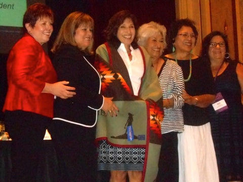 Fellow honoree (in centre in blanket) Hattie Kauffman, Author, Emmy Award Winning National Television Correspondent. With board members from left: Pat Parker, Susan Masten, Veronica Homer, Rachel Joseph, Melanie Benjamin.