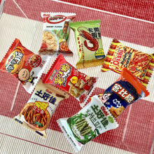 Load image into Gallery viewer, Mini Snacks Packets x8 miniature toy 1:12 Miniature