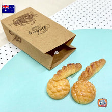 Load image into Gallery viewer, Miniature Bakery Set with Paper Bag and Mini Breads. - 1:12 Miniature