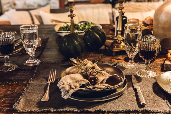 Caroline Sets A Dreamy Thanksgiving Table