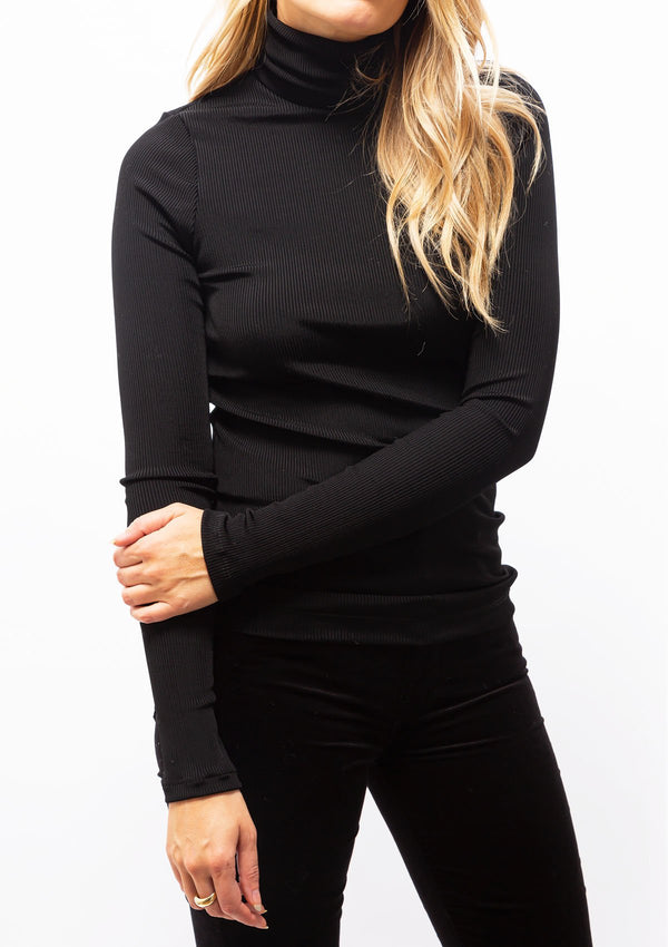 The Rib Turtleneck | Black