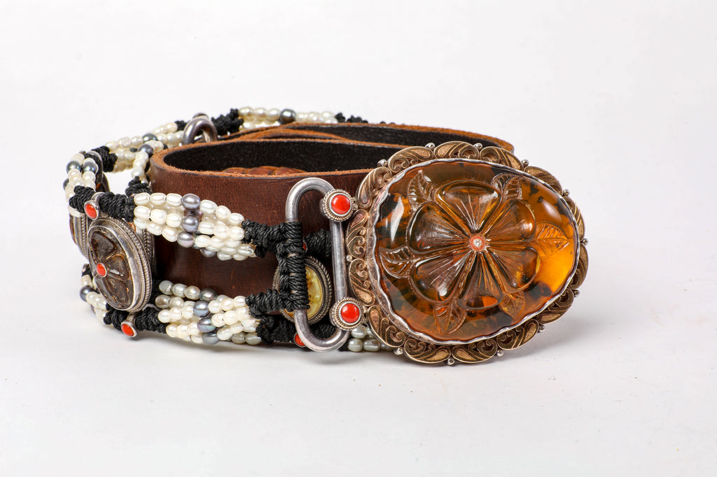 Amber flower buckle belt