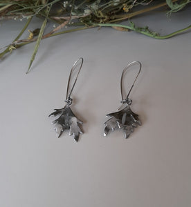 Geranium loose drop earrings