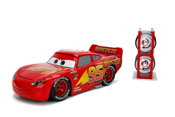 Disney Pixar Cars - Lightning McQueen with Tire Rack 1:24 Scale