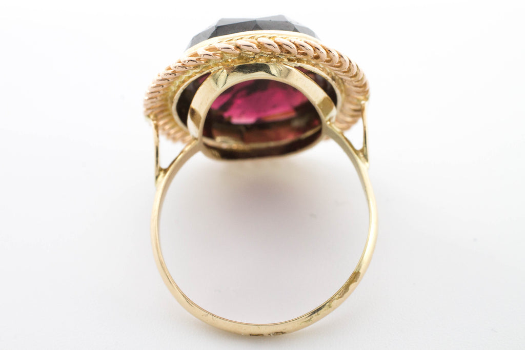Faceted garnet ring in 14 carat gold.