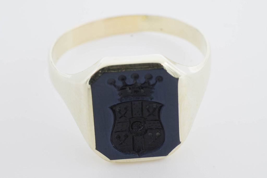 Signet ring with family crest in 14 carat gold.-Vintage & retro rings-The Antique Ring Shop, Amsterdam