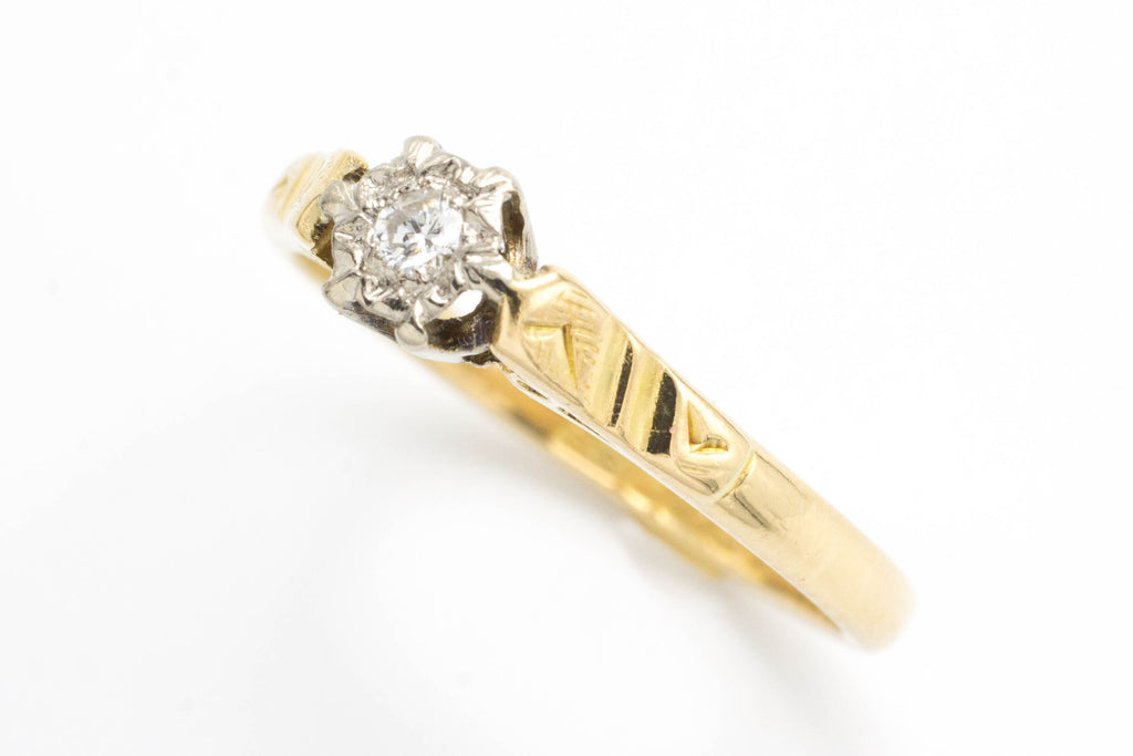 Vintage diamond solitaire ring in 18 carat gold.