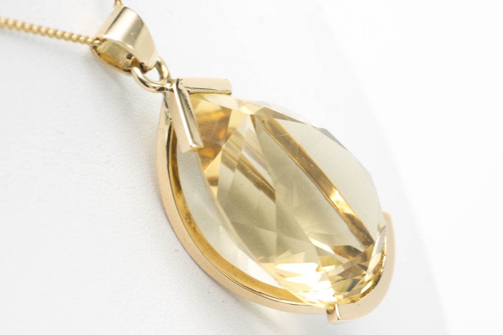 Citrine pendant in 14 carat gold