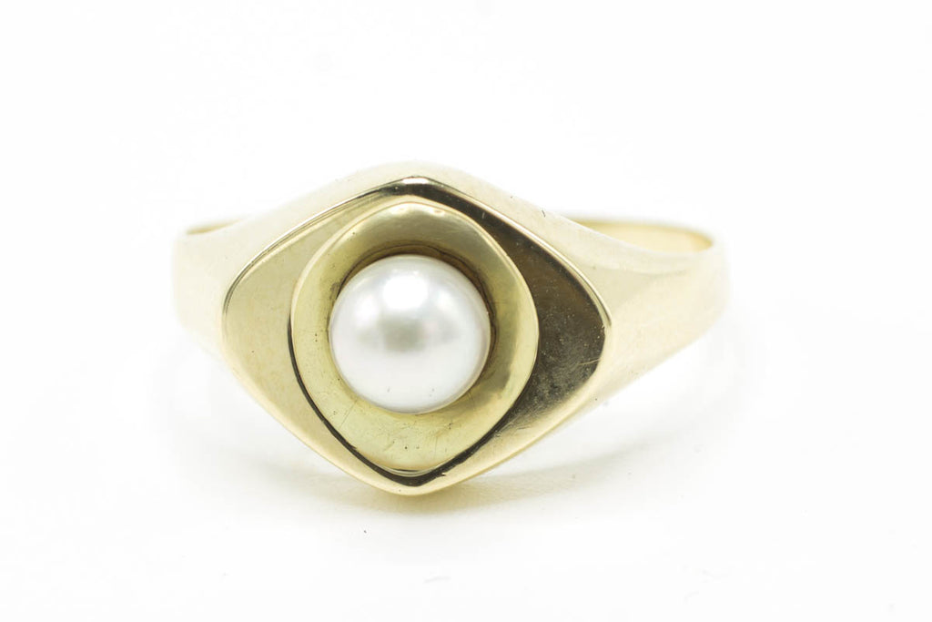 Vintage pearl gold ring