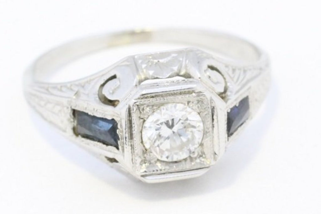 Vintage Art Deco ring with diamond and sapphire in 18 carat gold-Vintage & retro rings-The Antique Ring Shop, Amsterdam