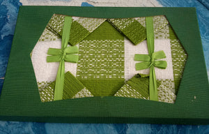 1970s Textured Green & White Café Tablecloth and Napkin Set