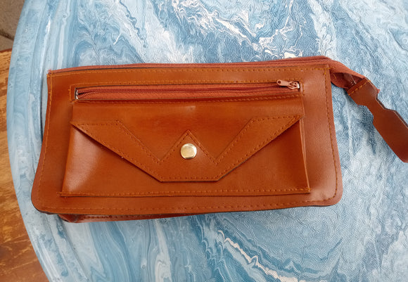 1970s Unisex Leather Purse Bag