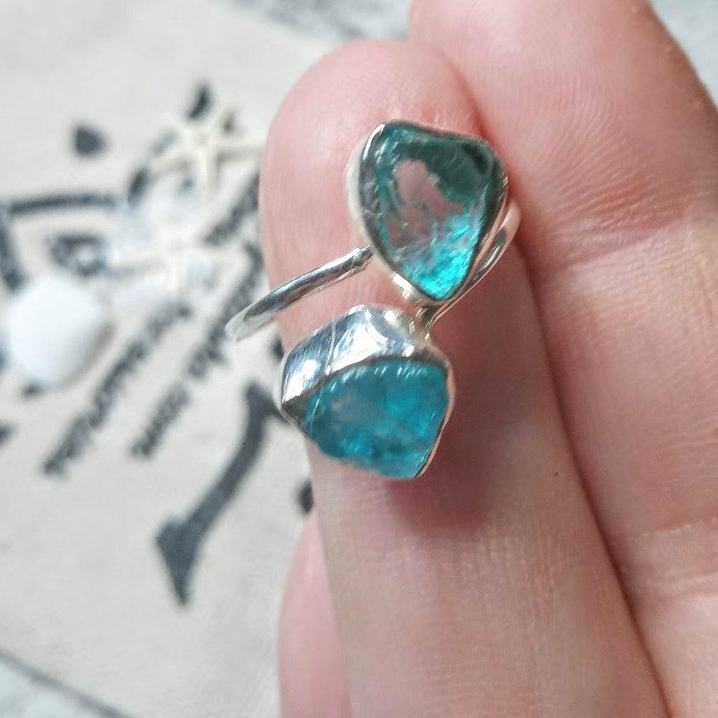 """Light Shimmer"" 925 Raw Light Apatite Silver Ring"