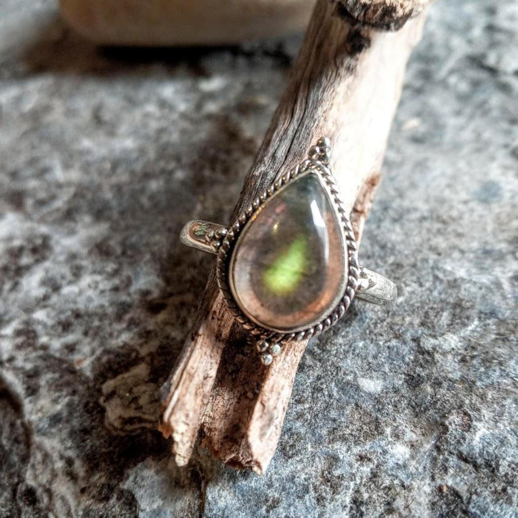 Labradorite tear drop 925 Silver Ring