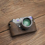 Leather half case for Leica