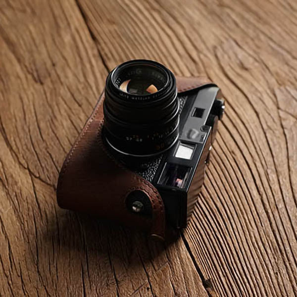 Leather half case for Leica MM