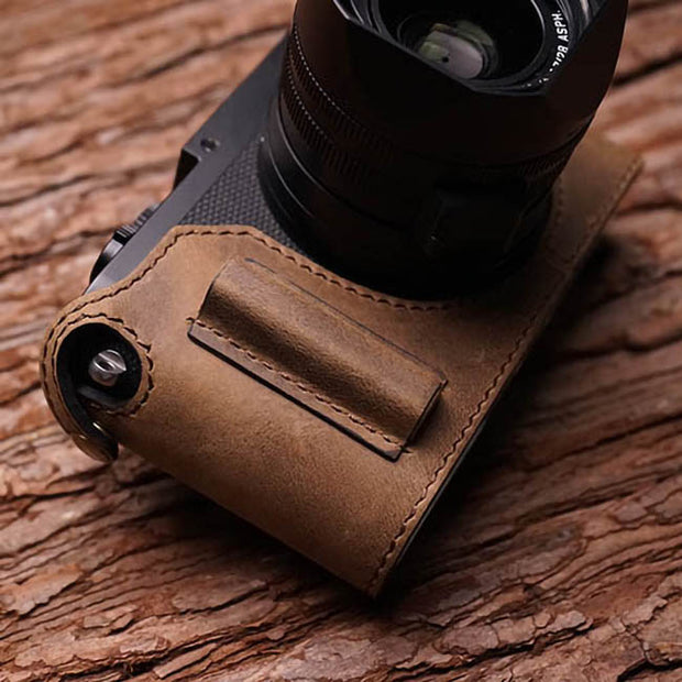 camera half case for Leica Q with handle
