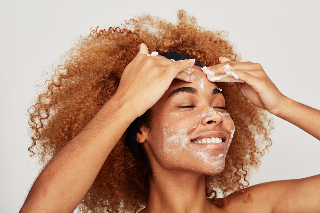 Woman applying Kym Nylz Virgin Coconut Oil to remove make up from her face.