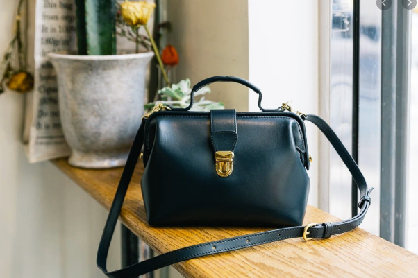 How to choose a casual crossbody bag?