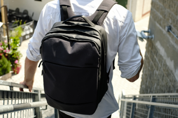 Do you choose a backpack or a handbag when have a laptop?