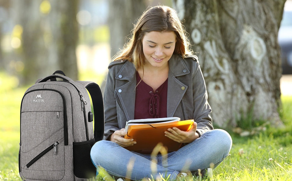 What is the ideal size of a backpack for high school?