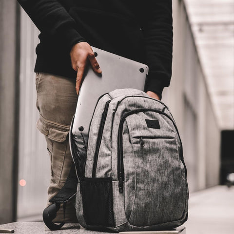 How to choose a backpack for business trips and commuting?