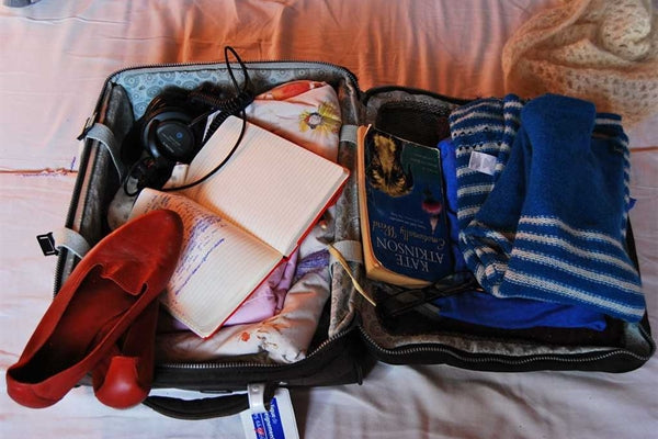 How to pack light in travelling