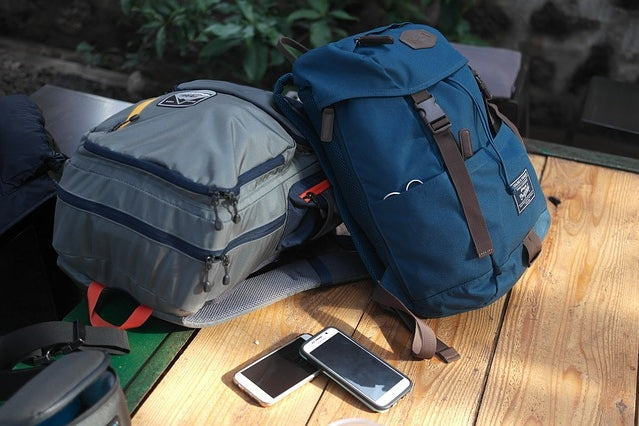 What are the advantages of traveling with hand luggage