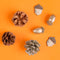 8 little acorn figurines - Copper glitter