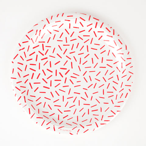 8 paper plates - Red sprinkles