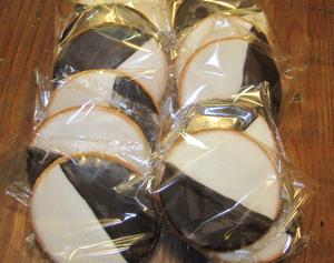12 Black & White Cookies (1 Dozen)