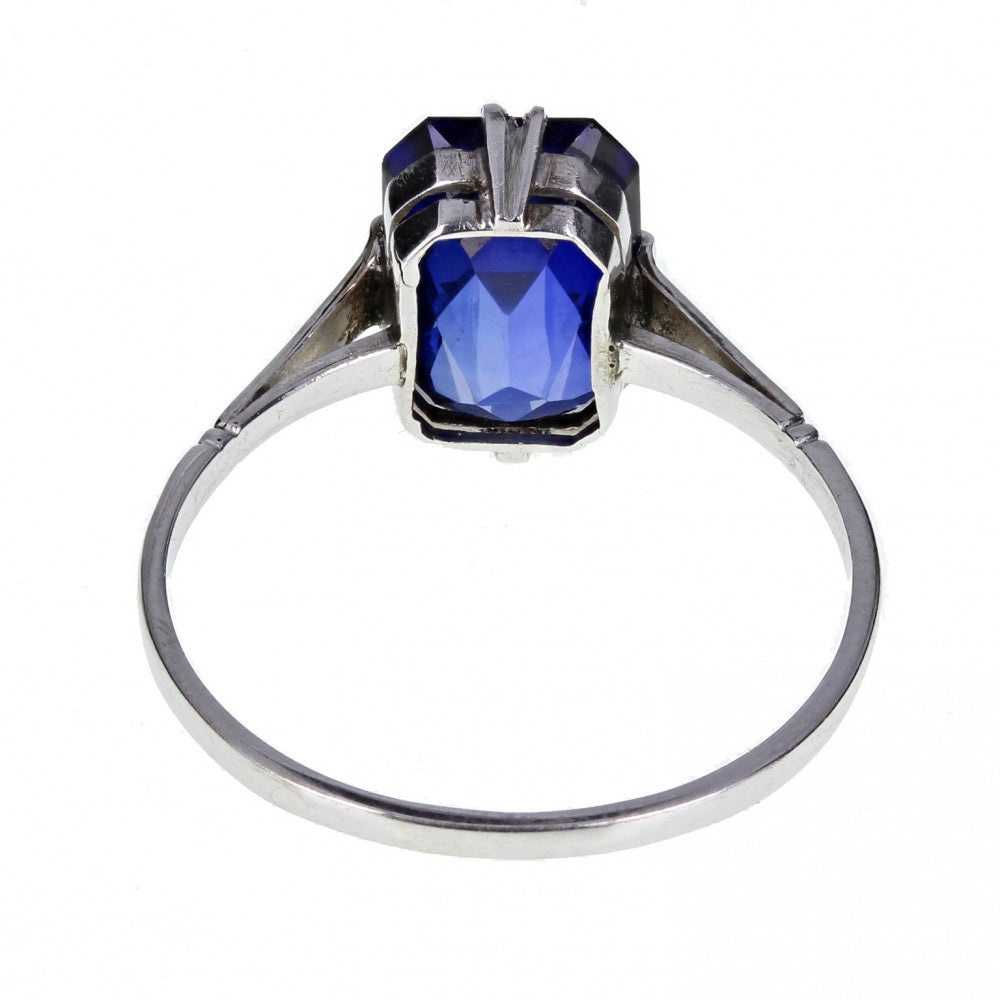 1920s Dress Ring with Blue Faceted Stone