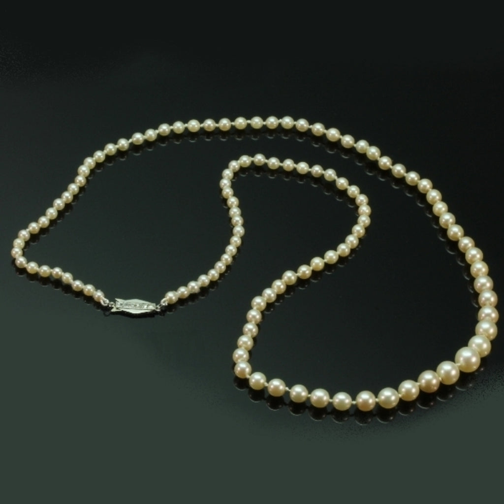 Art Deco pearl necklace with gold clasp