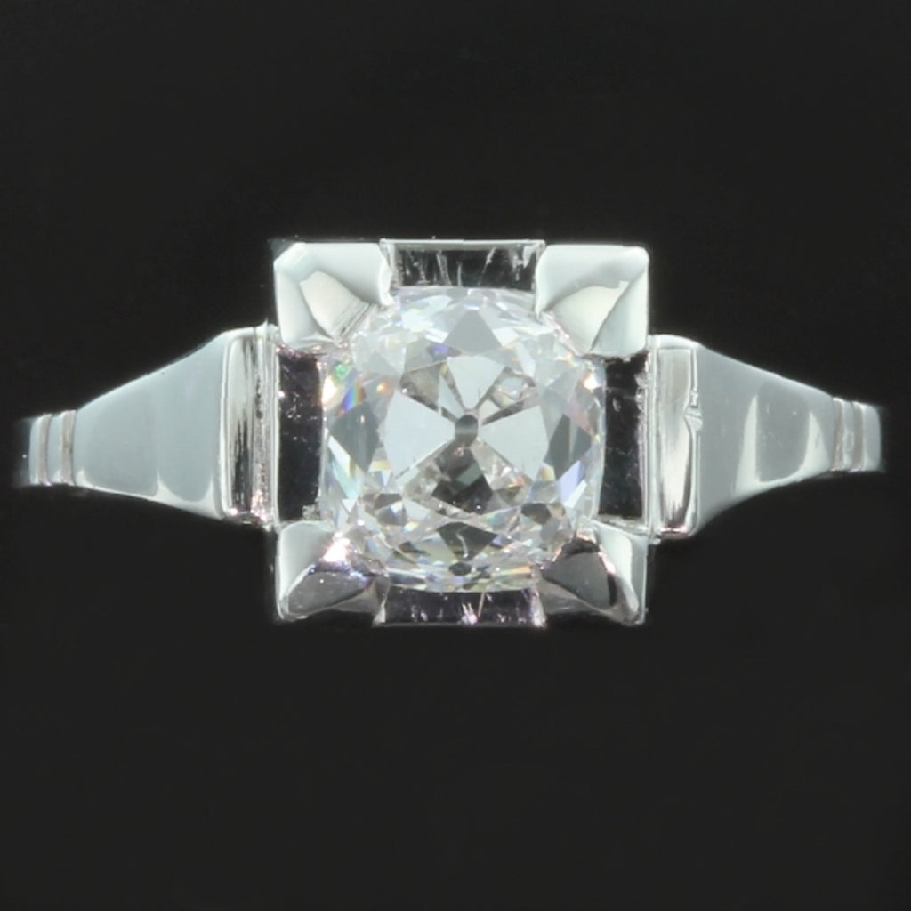Art Deco engagement ring with diamond