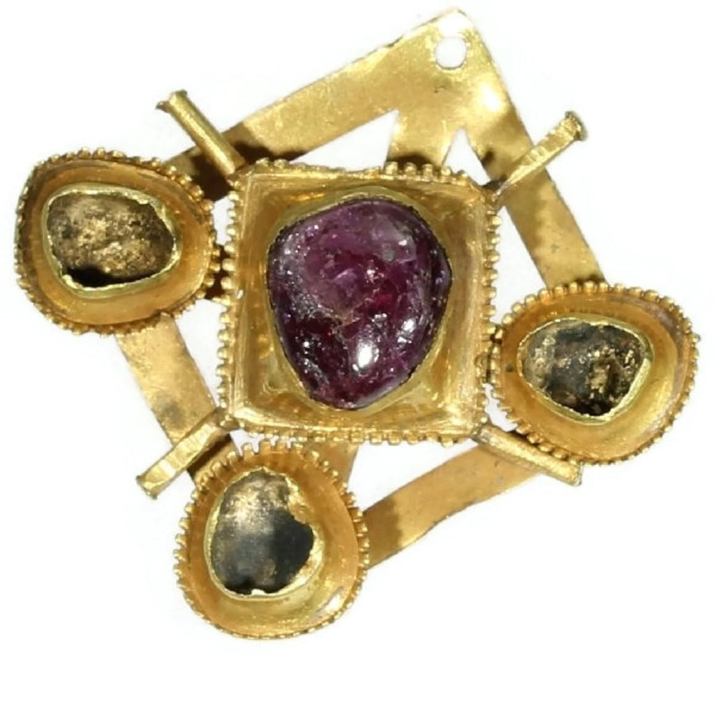 Early renaissance gold brooch
