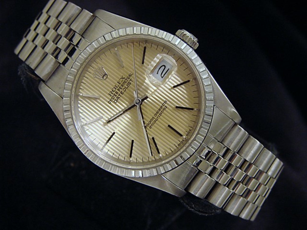 Pre Owned Mens Rolex Stainless Steel Datejust with a Gold/Champagne Dial 16220