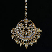 Load image into Gallery viewer, Large Round Kundan & Pearls Tika