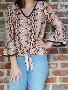 Top Lori - Coral and Black - The Ruby Lotus Boutique