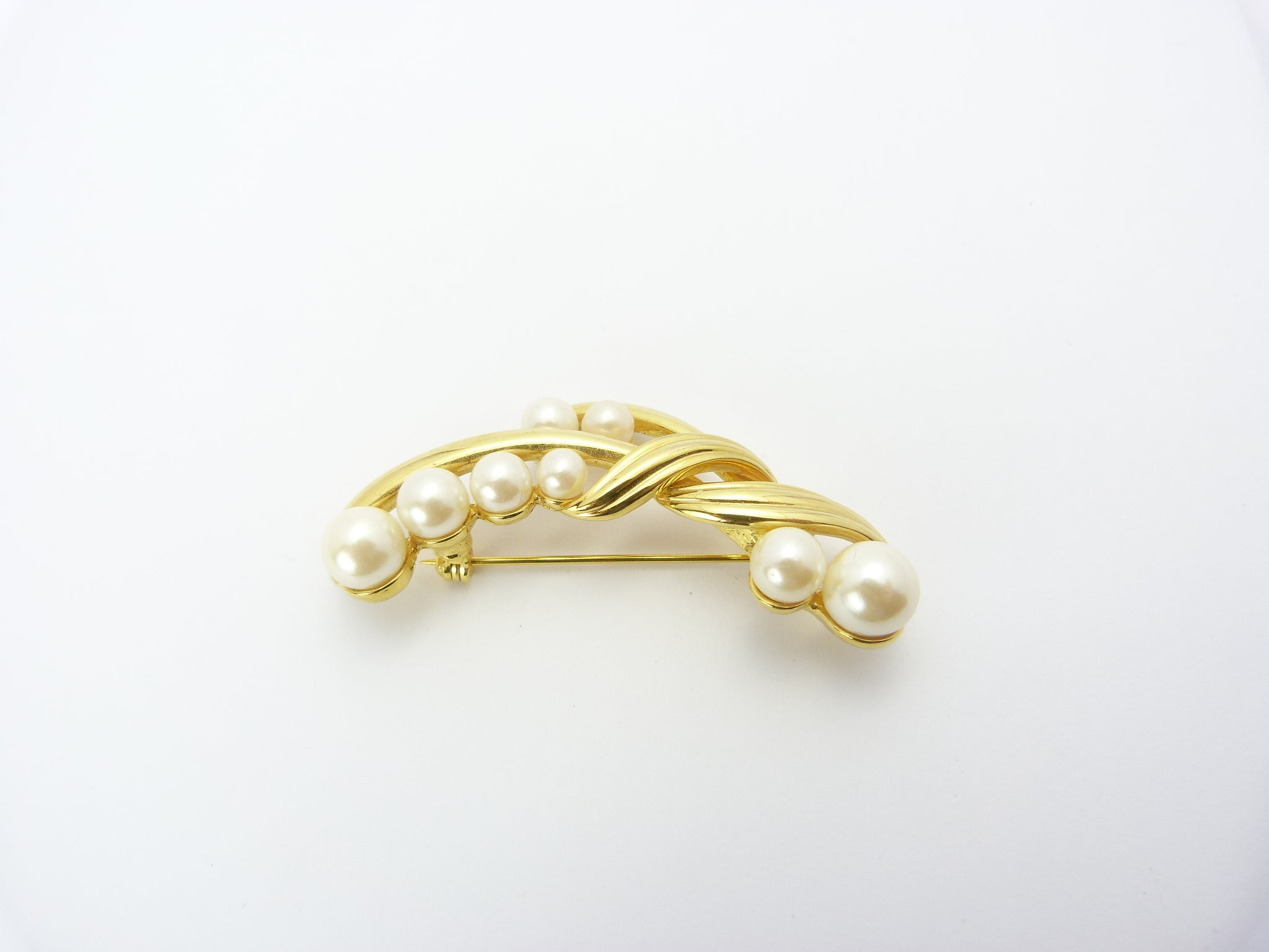 Vintage Gold Tone & Faux Pearl Brooch