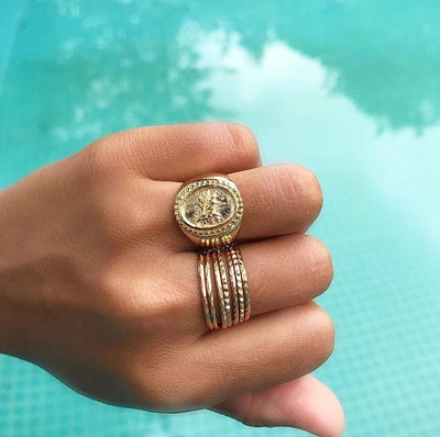 AMOUR SIGNET RING