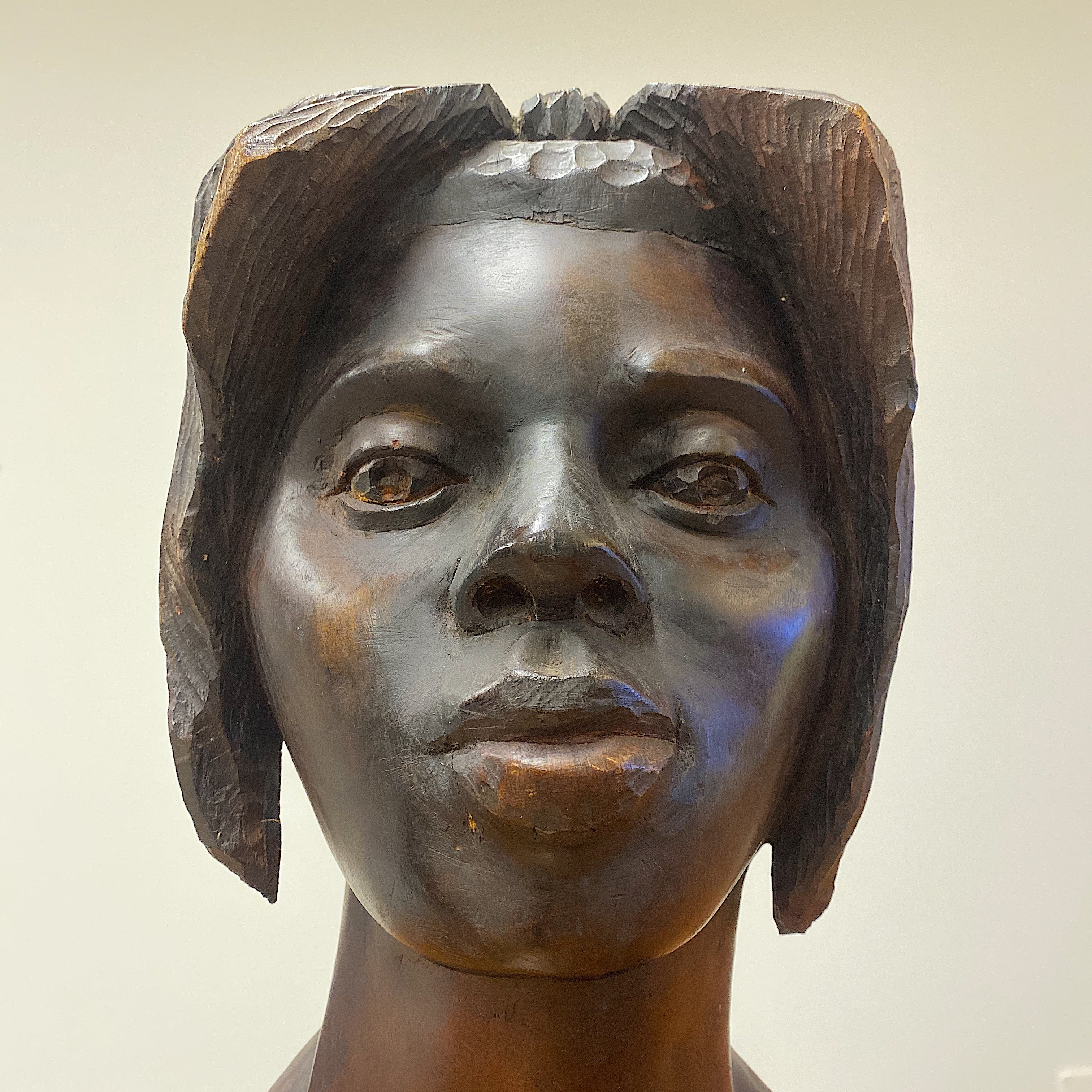 Face of Haitian Wood Sculpture of Female Bust Signed Maurice - 1950s. - Vintage Art Sculptures - Artworks from Haiti - Rare Artwork - Mid Century