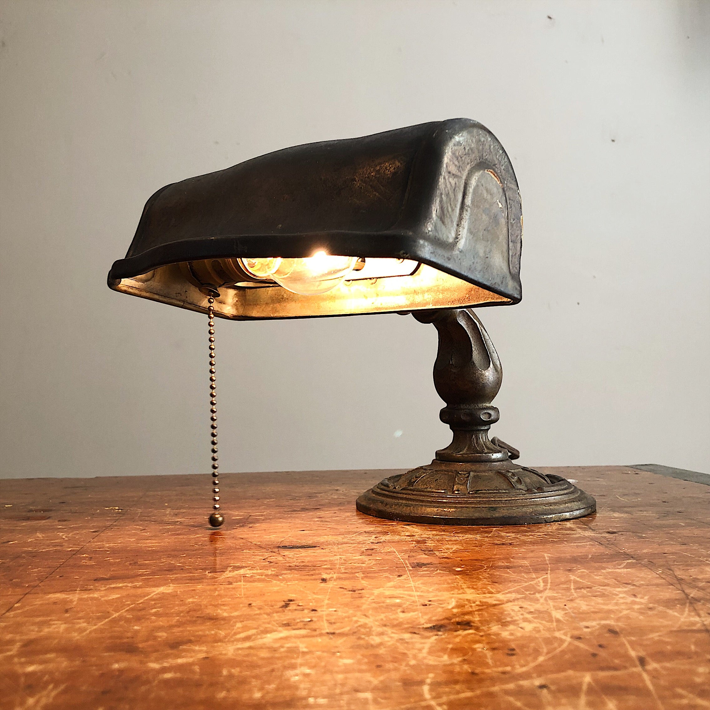 Rare Aladdin Lamp with Ornate Cast Iron Base - Antique Industrial Decor - Vintage - 1920s Table Lamp