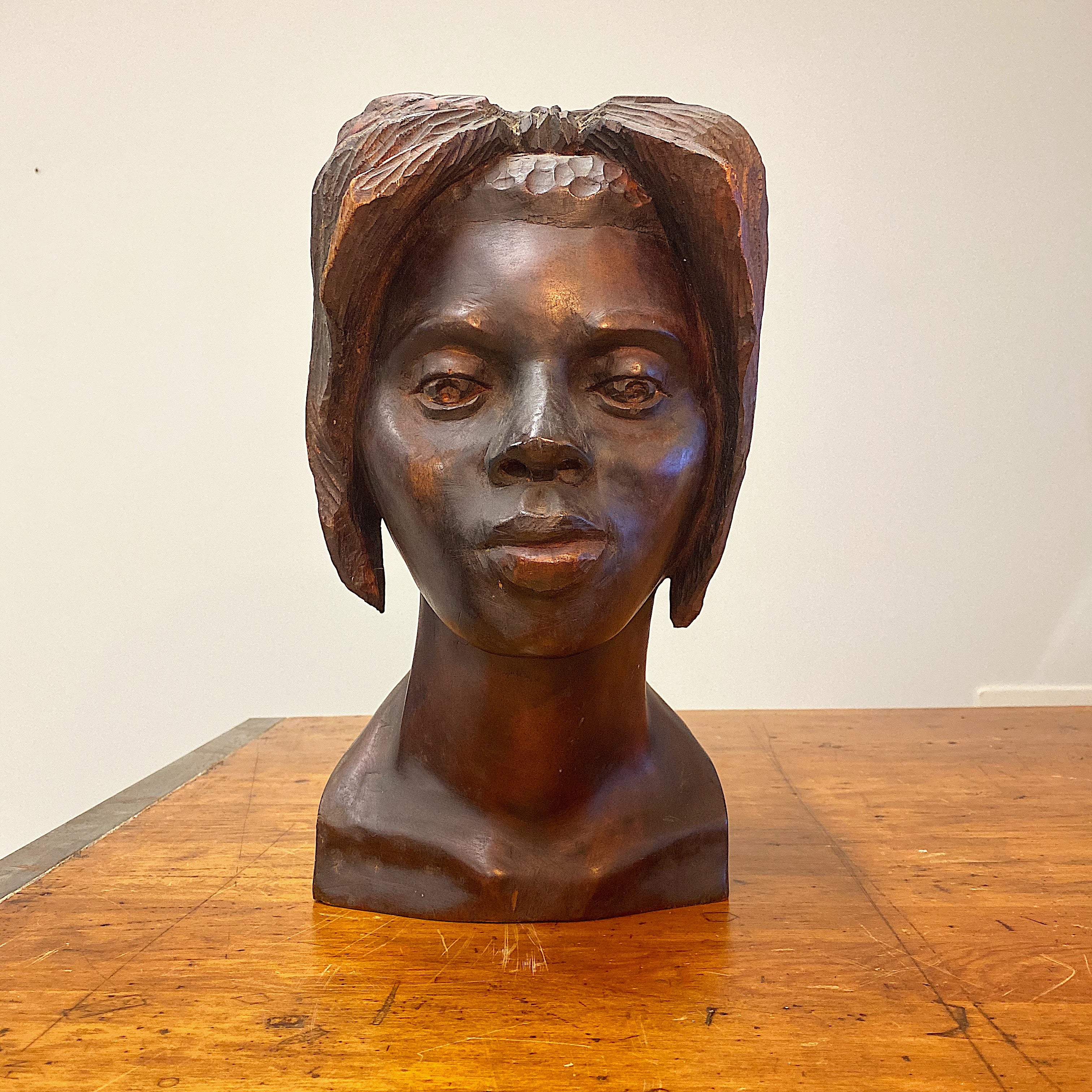 Haitian Wood Sculpture of Female Bust Signed Maurice - 1950s. - Vintage Art Sculptures - Artworks from Haiti - Rare Artwork