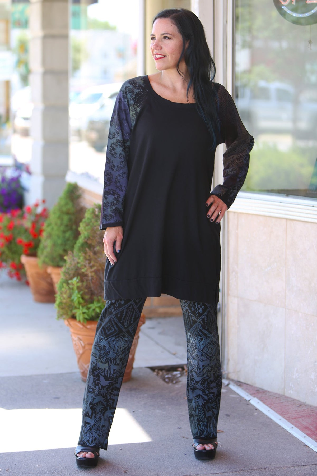 2197 Canyon Raglan Top Black Printed Sleeves-P