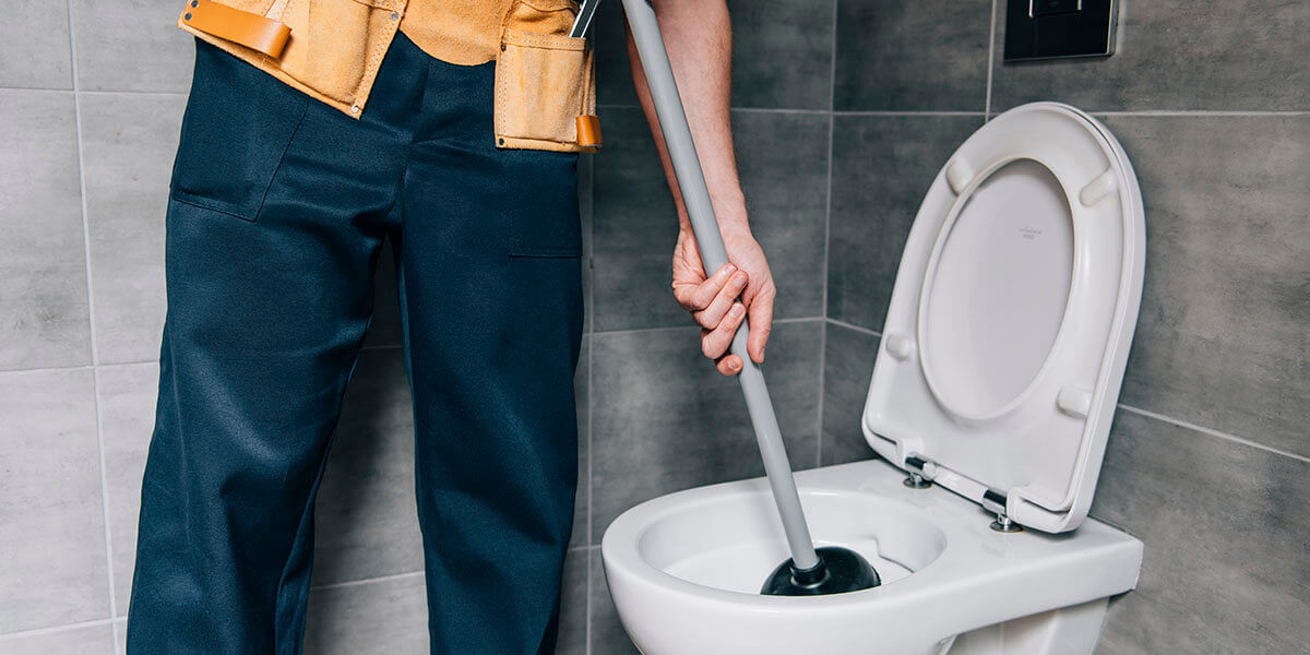 Toilet Unclogging: What to Do When Your Toilet Is Clogged