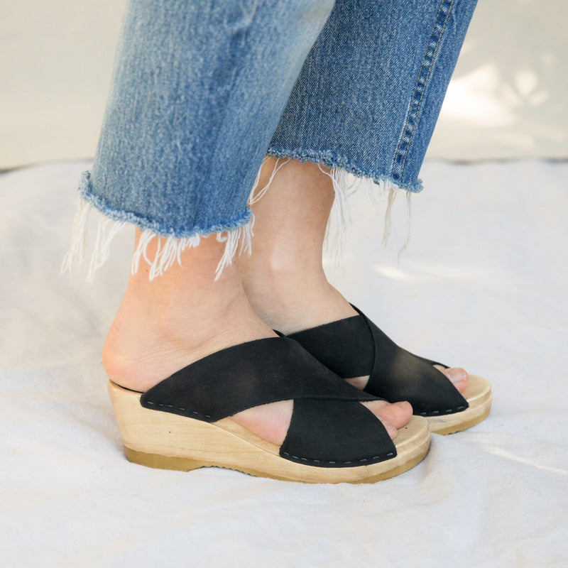 Frida Clog on Mid Wedge - Midnight