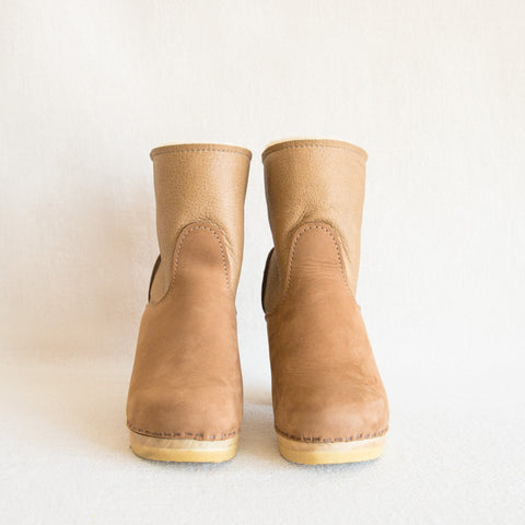 Pull on Shearling Clog - Honey Aviator