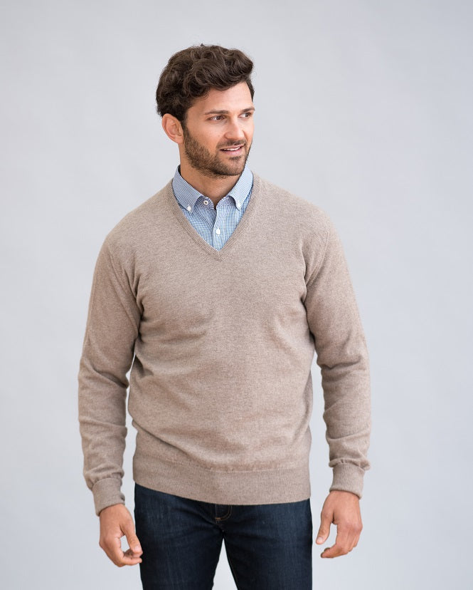 William Lockie Oxton Vee Neck Sweater in Cashmere