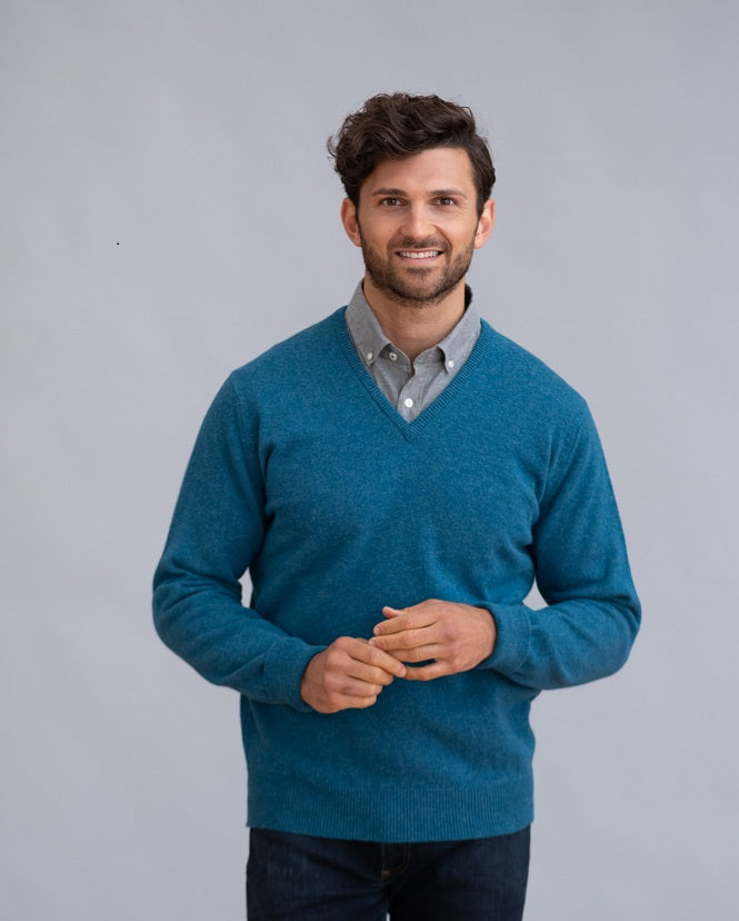 William Lockie Rob Vee Neck in Lambswool