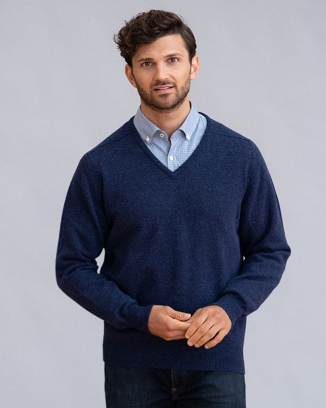 William Lockie Leven Vee Neck in Lambswool